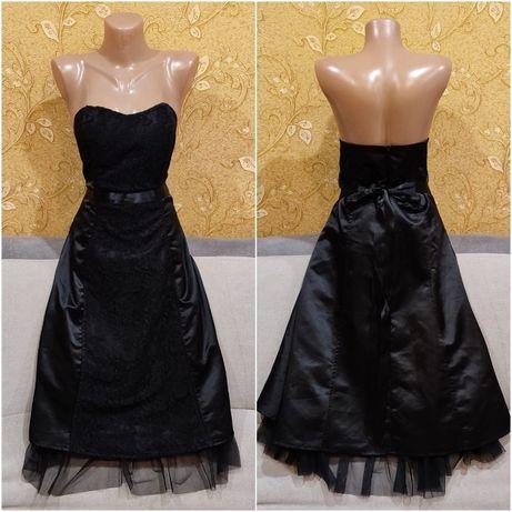 Платье из атласа с вставками гипюра и фатина