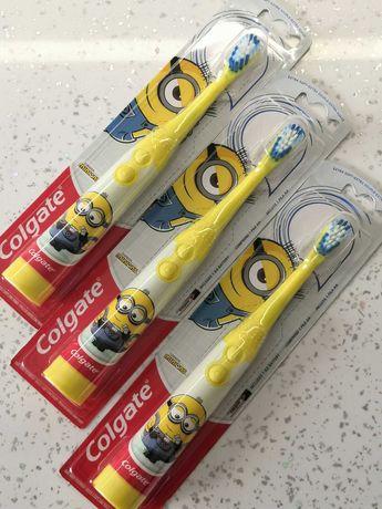 Хорошая детская зубная щетка с миньйоном, на батарейках.