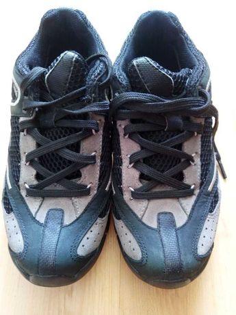 Продам кроссовки Clarks