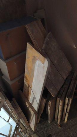 Доски, старые шкафы