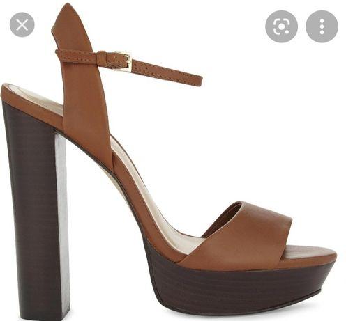 Летние босоножки на высоком каблуке фирмы ALDO.