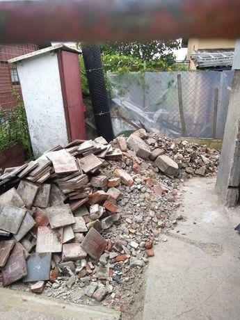 Wywóz gratow gabarytów gruzu Opróżnianie mieszkań domów piwnic działek