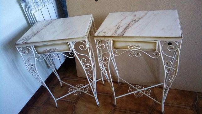 Vendo cama em ferro branco e 2 mesas de cabeceira com tampo em mármore