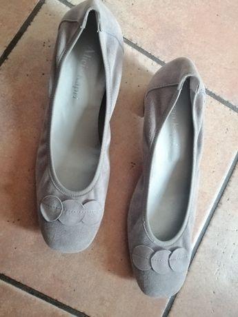 Sapatos 39 - ALICIA KAPRI - 15€