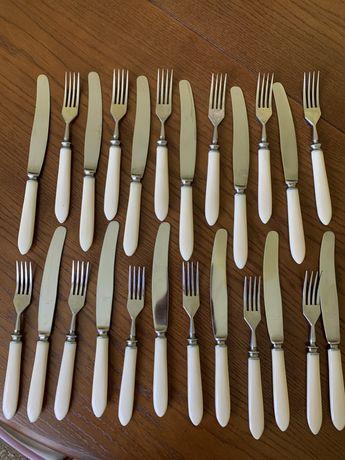 Столові прибори -ножі і виделки на 12 персон. Або 2 комплекти на 6 пер