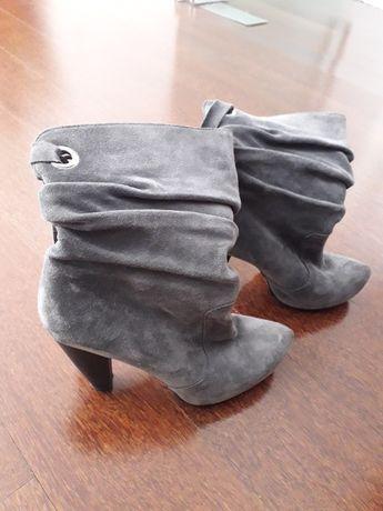 Vendo botas cinza