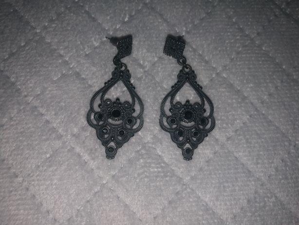 Kolczyki czarne zwisające ażurowe