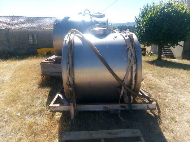 Cisterna inox capacidade 2400 litros