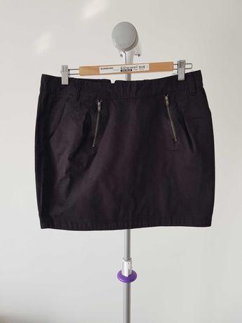Krótka czarna spódnica z kieszeniami