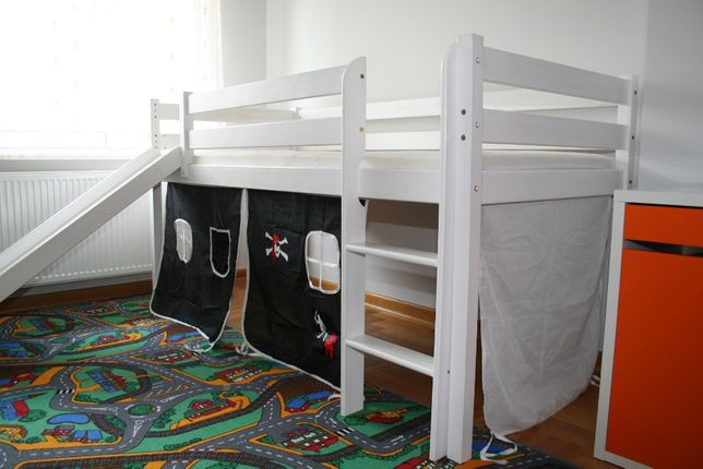 Łóżko dziecięce z drabinką i zjeżdzalnią