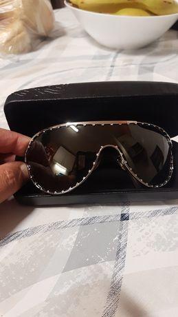 Óculos de sol Valentino.