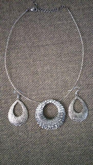 продам ожерелье с серьгами