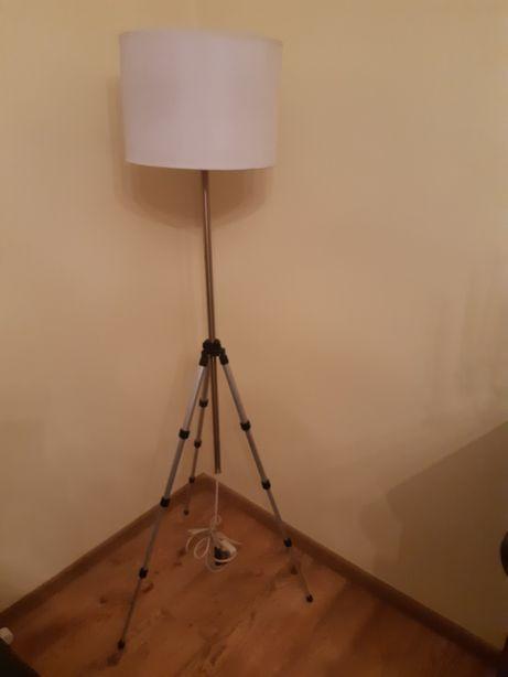 Lampa podłogowa z kloszem