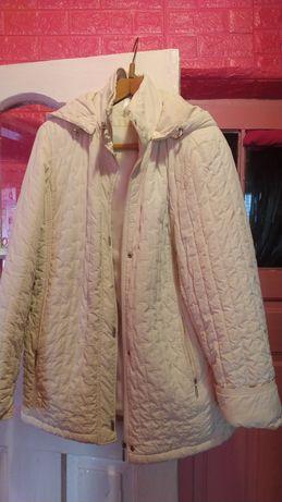 Куртка женская, бежевого цвета