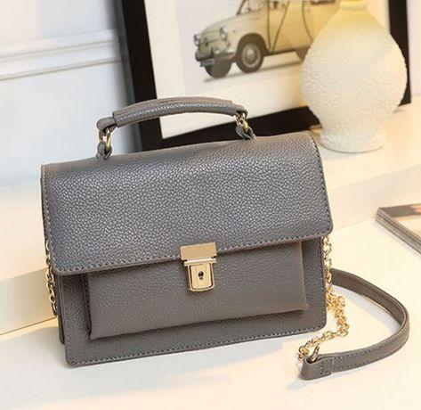 Szara minimalistyczna ponadczasowa torebka ze złotymi dodatkami