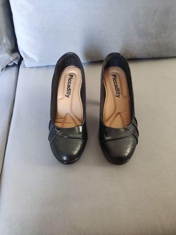 Sapatos verniz pretos