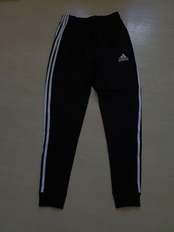 nowe spodnie dresowe Adidas L