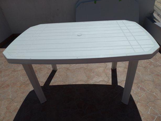 3 Mesas exterior brancas