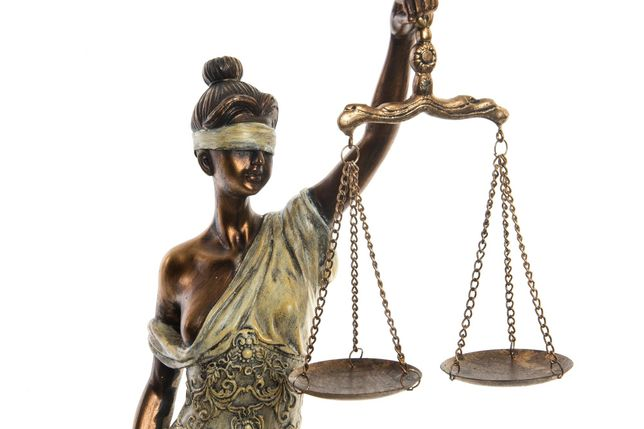 Estatueta Deusa Justiça - 16X15X54cm -  By Arcoazul