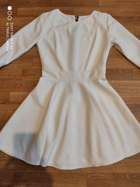 Rozkloszowana sukienka koktajlowa