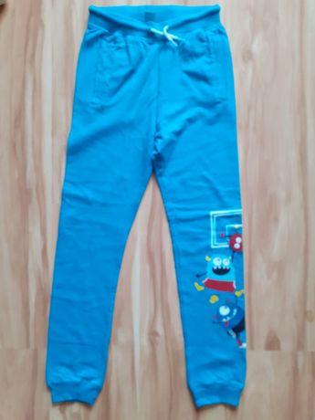 Spodnie chłopięce niebieskie rozmiar 134
