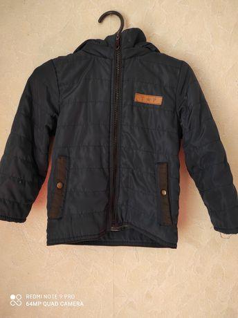 Куртка вітровка  весняна