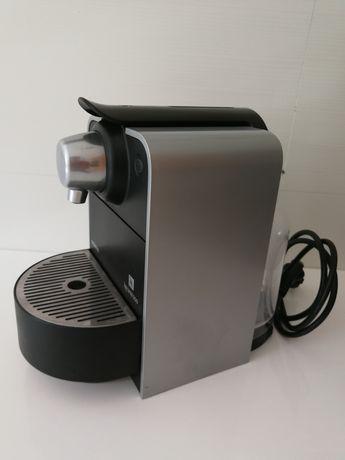 Máquina de café nespresso para peças ou reparação.