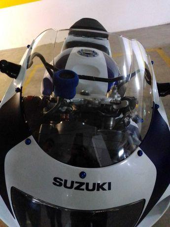 Suzuki GSXR 750 SRAD 98 irrepreensível