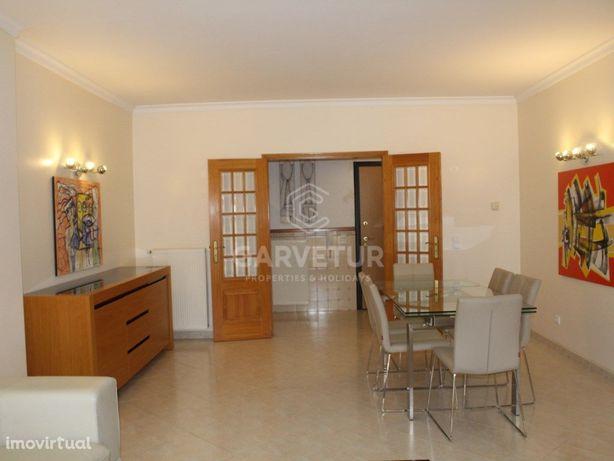 Apartamento T3, inserido em zona residencial tranquila, L...