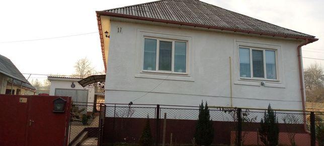 продам будинок в центрi села Росош