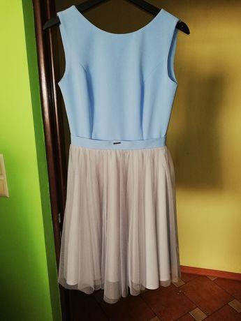 Sukienka z tiulowym dołem