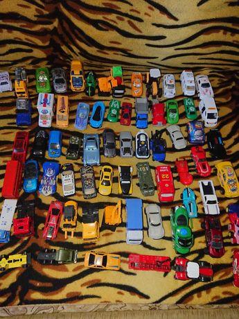 Машинки для мальчика маленькие.