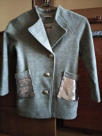 Продам пальто осіннє для дівчинки 9-10 років