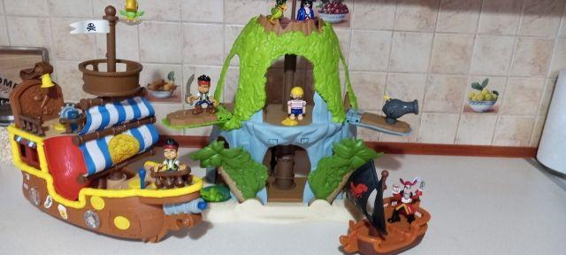 Statek piracki +kryjówka piracka+łódka pirata+figurki Polecam