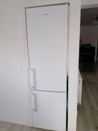 Холодильник у відмінному стані, все працює,  висота 2 метри