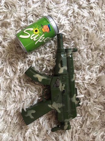Chłopięcy pistolet zabawkowy- laserowy