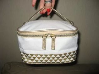 сумка косметичка с ручкой для косметики ив роше белая с золотом молния