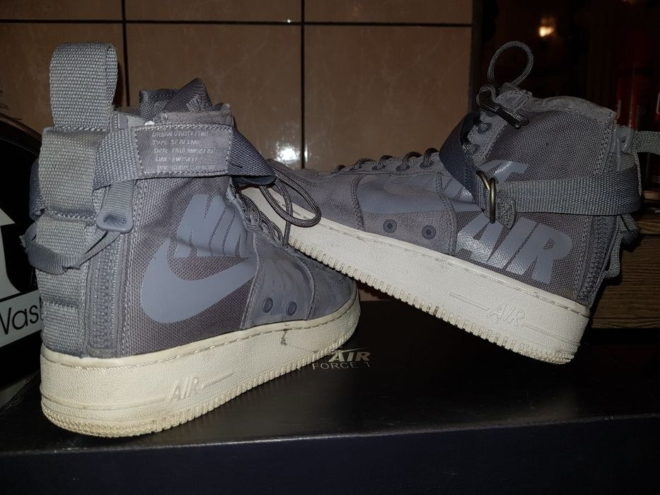 Buty Nike Air Force 1 Czempiń - image 1
