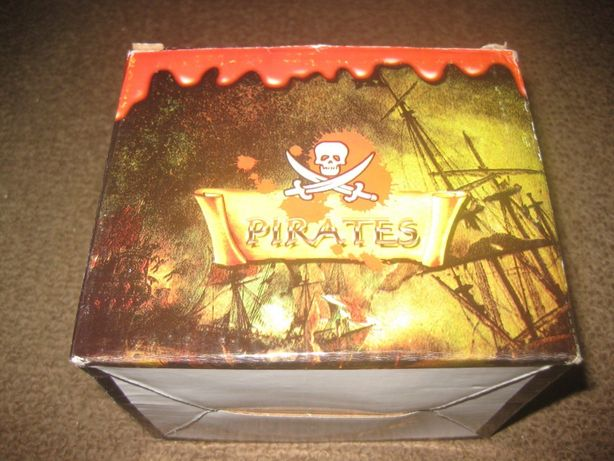 """Caneca """"Piratas das Caraíbas"""" Nova e Embalada!"""