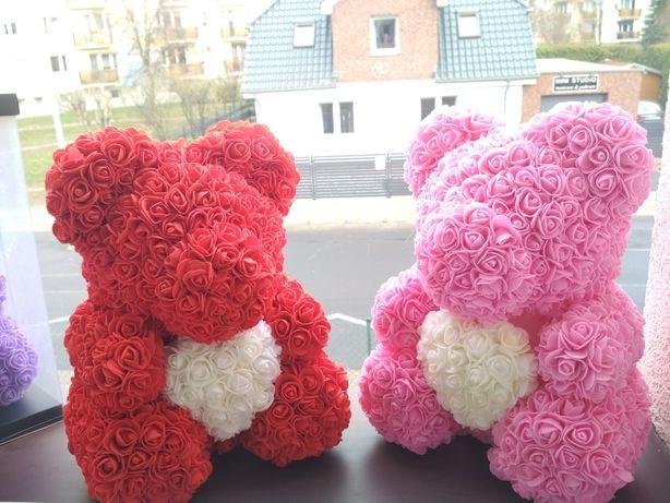 Miś z róż 40 cm z Gift Boxem I PŁATKAMI RÓŻ