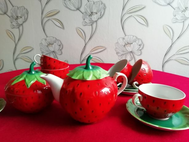 Сервиз чайный Клубника, ручная работа, Коростень, фарфор чашка