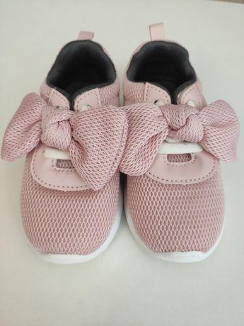 Красивые кроссовки на девочку H&M
