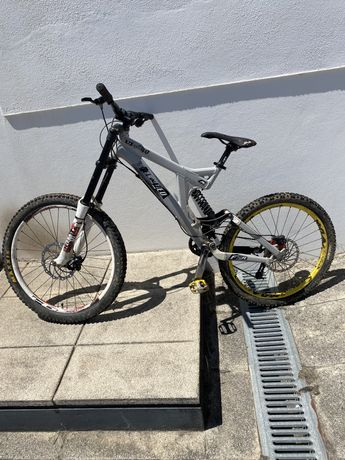 Bicicleta downhill specialized