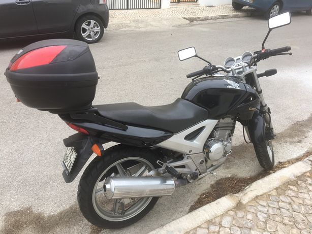 Honda CBF 250cc - económica