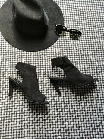 zamszowe czarne buty na obcasie bez palca i piety graceland 36