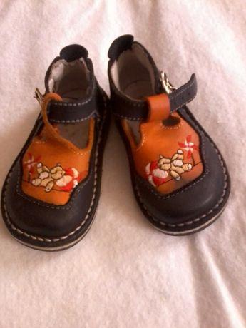 Продам пакет обуви на мальчика, размеры 18-22.