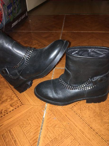 Сапожки кожаные с каблуком на весну размер 35