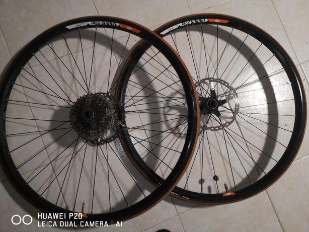 Jantes roda 29'' com pinhão para dez velocidades e travão de disco