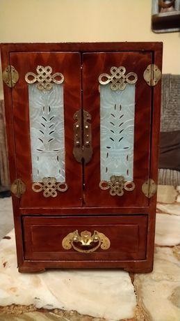 Stara szkatułka szafeczka z szufladkami na biżuterię