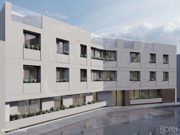 Apartamento T2 novo a dois passos da Constituição e Carva...